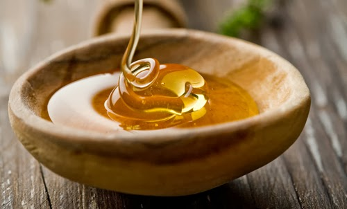 Sursa foto: http://www.natural-homeremedies-for-life.com/honey-face-mask.html